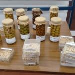Azeitonas e caroços  na aula de azeitona de mesa- IPB